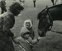 1976 Press Photo Victor LoCicero of Kenosha fed Bicentennial wagon train horses