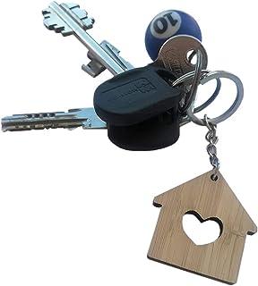 Simpatico portachiavi in legno a forma di casetta con cuore intagliato realizzato a mano