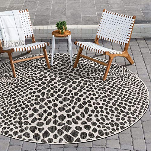 Unique Loom Jill Zarin Outdoor Collection Abstract Animal Print Black/Ivory Round Rug (4' 0 x 4' 0)