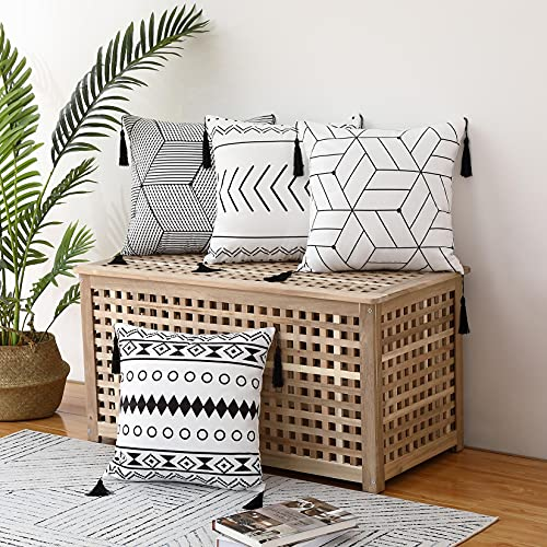 CAROMIO Juego de 4 Fundas de Almohada Decorativas para Sofá Funda de Cojín Diseño de Borlas Decoración para Sofá Sala de Estar Dormitorio Oficina 45 x 45 cm 18 x 18 Pulgadas Negro + Blanco