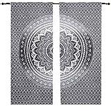 Set de cortinas de algodón con diseño de mandala. Color gris, negro y blanco....