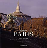Living In Paris (New Edition) (BEAUX LIVRES - LANGUE ANGLAISE)