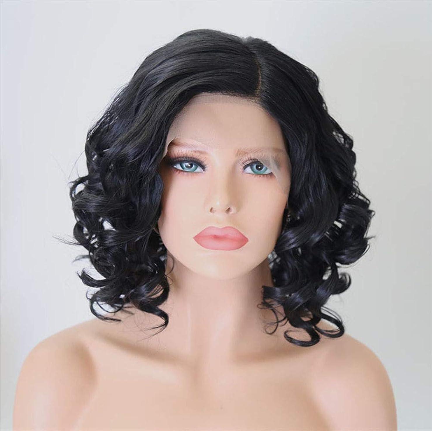 品太いピーク女性のためのフロントレースウィッグショートヘアナチュラルウェーブのかかった合成繊維ウィッグ黒12インチ