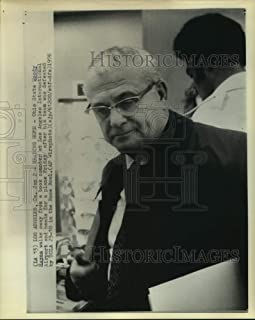 Historic Images - 1976 Press Photo Ohio State Head Coach Woody Hayes at LA Airport After Rose Bowl