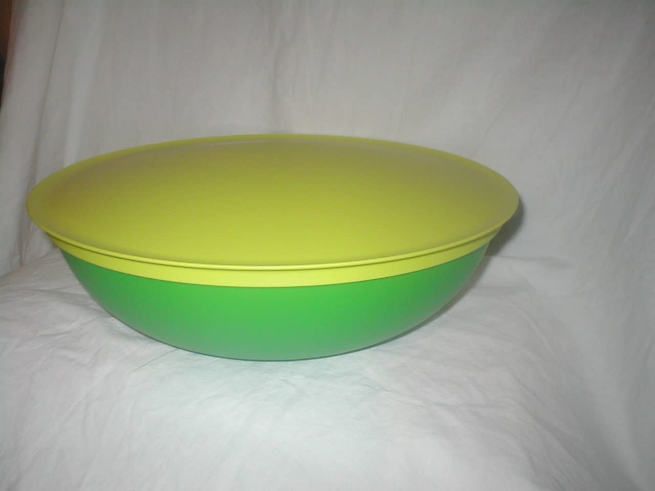 Max 43% OFF Tupperware Chic Dining Large Serving Bowl L 15-cup Selling 3.5