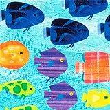 Türkiser Stoff mit bunten Fischen von Robert Kaufman