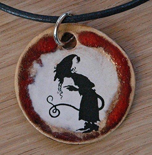 Echtes Kunsthandwerk: Schöner Keramik Anhänger mit einem Zauberer; Magier, Beschwörer, Hexenmeister, Hexer, Magier, Magus, Schwarzkünstler