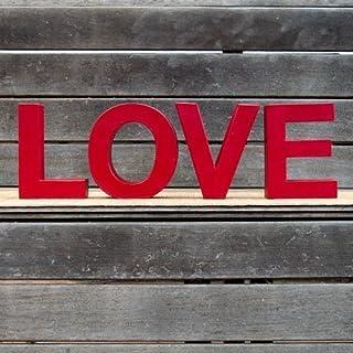 Palabra LOVE formada por letras pintadas en color rojo. Ideal para bodas, decoración de habitaciones, comedor o estanterías.
