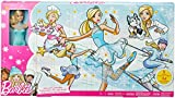 Barbie FGD01 Adventskalender 2018, Spielzeug Weihnachtskalender mit Puppe im blauen Kleid, 23 Accessoires und Moden