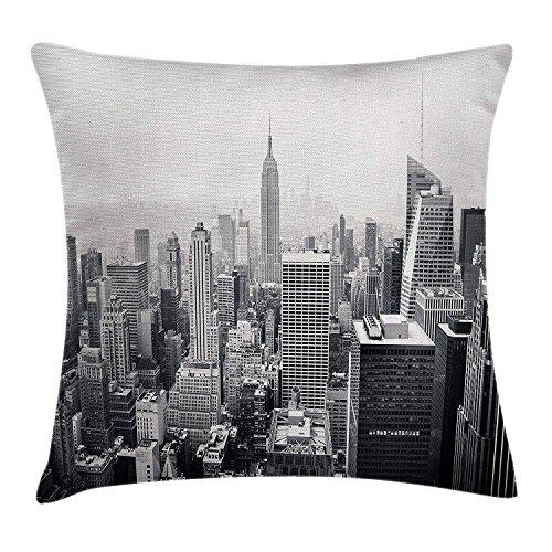 Urban Throw Funda de cojín, diseño de la ciudad de Nueva York con texto en inglés 'New York City Skyscrapers and the Foggy Sky', 45,7 x 45,7 cm, color gris