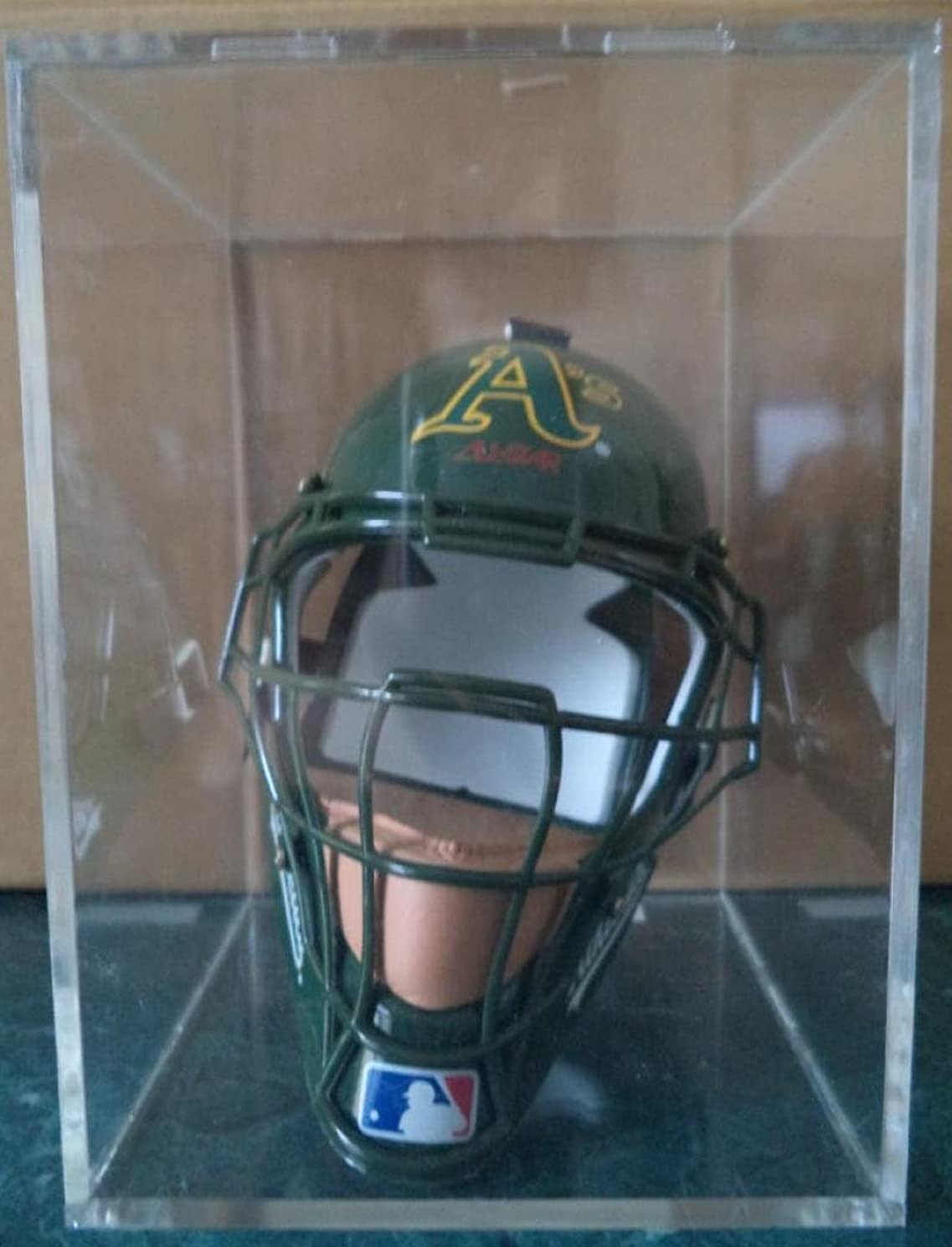 OAKLAND A'S MINI AUTHENTIC CATCHERS MASK IN DISPLAY CASE