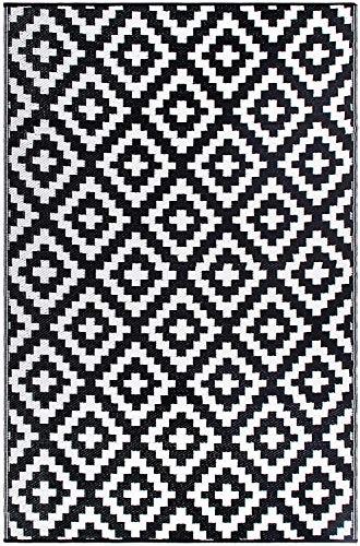 FH Home Tapis de Sol en Plastique recyclé pour intérieur/extérieur – Réversible – Résistant aux intempéries et aux UV - Aztec - Black/White (90 cm x 150 cm)