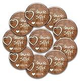 stylebutton - personalisierte Hochzeits-Anstecker: Gäste-Buttons 'woodenHeart' als Gastgeschenk und zur Erinnerung für Braut, Bräutigam, Verwandte und Freunde und JGA (50 Stück)