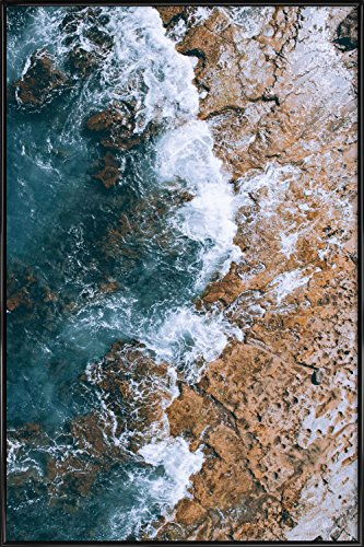 """JUNIQE® Ozeane, Meere & Seen Poster im Kunststoffrahmen 60x90cm - Design """"H2O"""" entworfen von Airpixels Media"""