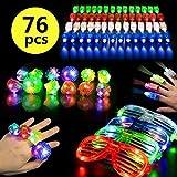 Pachock 76pcs Jouets Lumineux LED Jouets Clignotants colorés, lot Jouet Anniversaire Enfant Comprenant 60 Lumières de Doigt , 12 Bagues Clignotantes et 4 Lumineuse Lunettes pour la fête