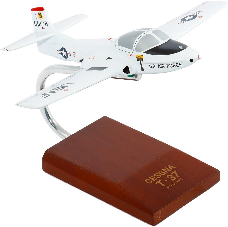 Envío y cambio gratis. Daron Worldwide Trading Trading Trading B0348 T-37A Tweetie blanco Bird 1 48 Escala AERONAVES  Venta al por mayor barato y de alta calidad.