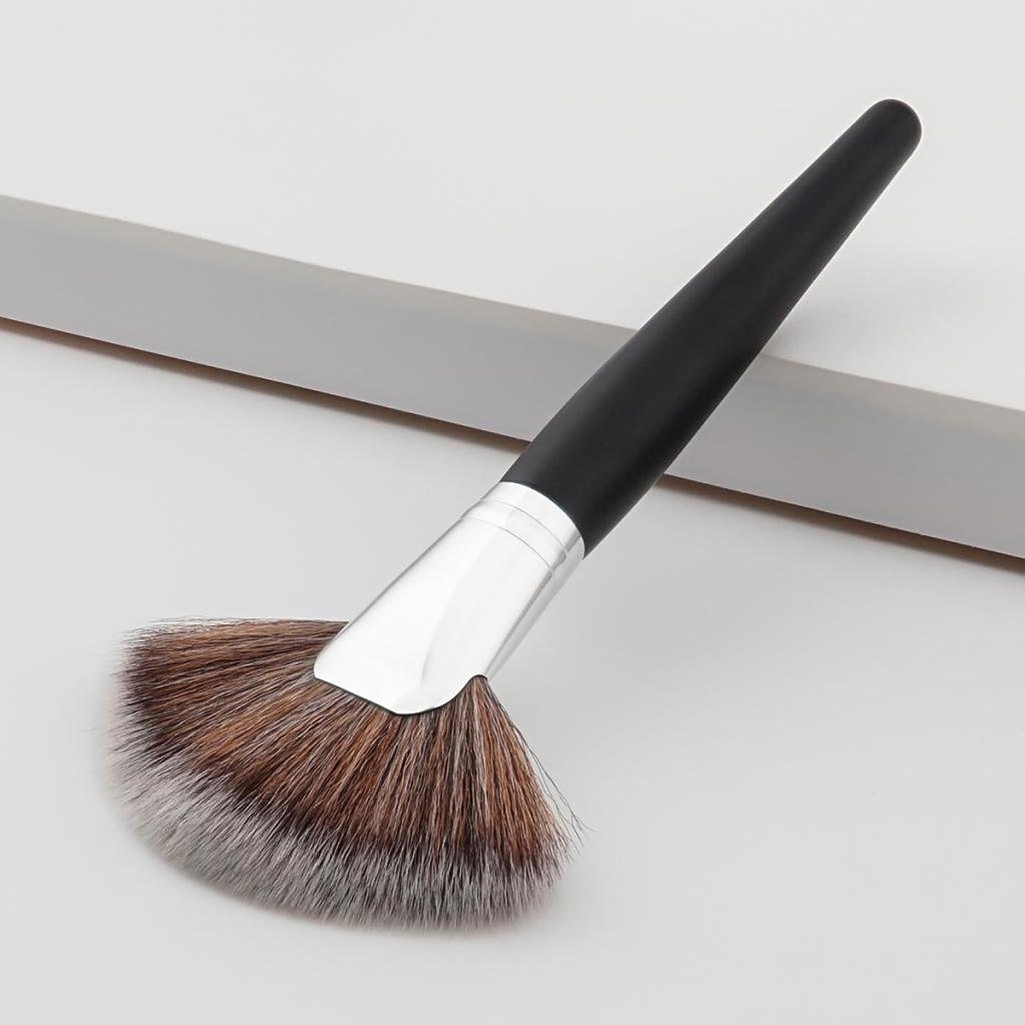 虐待言い聞かせる製造業SM SunniMix 扇形ブラシ 化粧筆 フェイスブラシ チークブラシ 木製ハンドル 専門化粧 品質保証 肌当たり