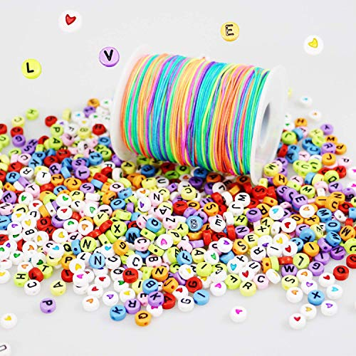LEBENSWERT 1200 Stück Buchstaben Herz Perlen mit 100m Elastische Schnur 1mm Regenbogen Perlenschnur DIY Handwerk Beading Cord String Perlen zum Auffädeln Kinder Gummiband für Armbänder Haarband