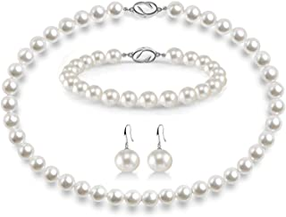 گردنبند مروارید AOOVOO برای دختران ، مروارید صدفی گرد 8 میلی متری شامل دستبند خیره کننده و گوشواره های آویزان 3 قطعه جواهرات ، هدایای تولد روز مادر