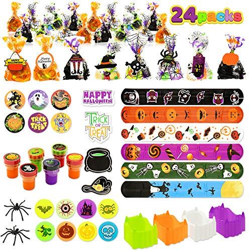 Set de Regalo de Halloween, 24 Pack Bolsas de Regalo Precargadas con Etiqueta de Regalo, incluye Dientes de Vampiro, Bolas Rebotadoras, Arañas, Halloween Sellos, Pegatinas, Pulseras