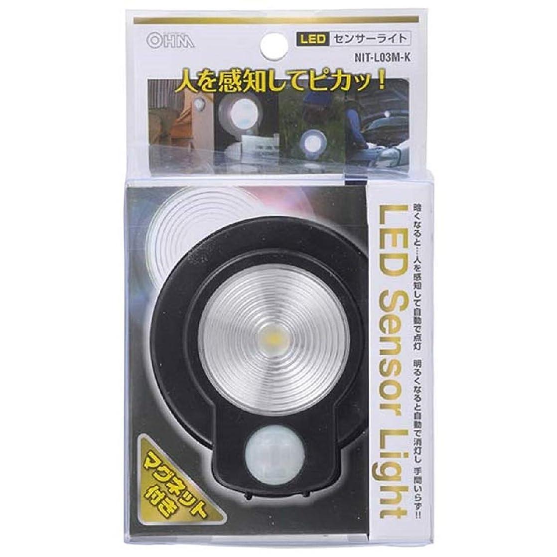 ライム山岳所持OHM LEDセンサーライト L03M ブラック?NIT-L03M-K