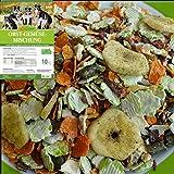 """- Gesamtsieger mit der Note """"sehr gut"""" im Hunde Ergänzungsfutter panbu Vergleichstest 2020 Ergänzungsfutter ideal zum BARFEN - ohne Getreide und und ohne Gluten aber dafür mit vielen Kräutern 1/3 LuCano Ost + Gemüseflocken mit 2/3 warmen Wasser und n..."""