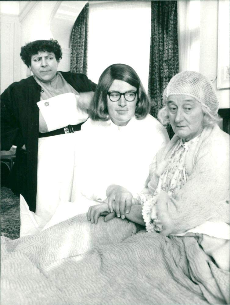 Vintage photo of Miriam Margoyles Liz At the price surprise T. Julie Luxury goods Smith and Wallac