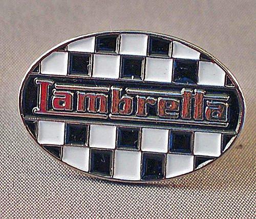 Broche de metal esmaltado ovalado para patinete Lambretta