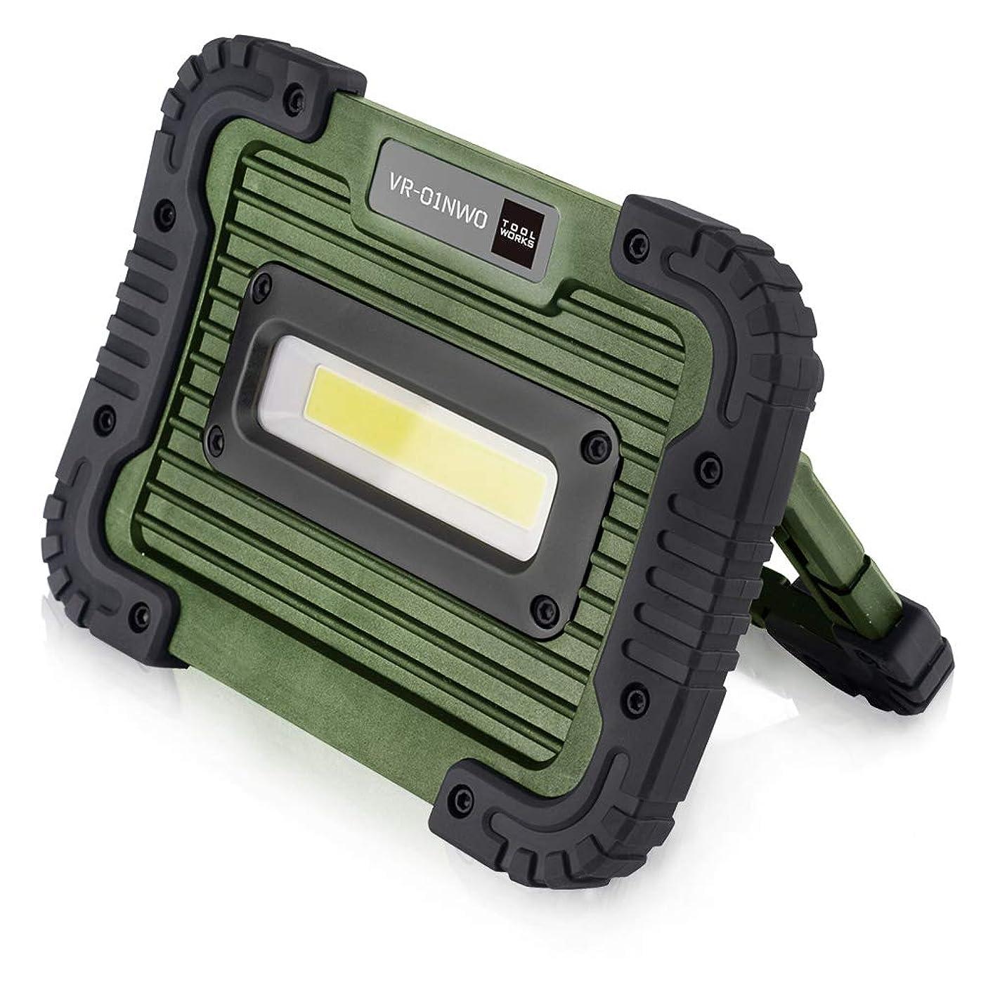厚くするメナジェリーブートキシマ LED 作業灯 750lm COBタイプ 電池式 防水 防塵 耐衝撃 IP65 軽量 スタンド 壁掛け フック マグネット ハンディ オリーブ
