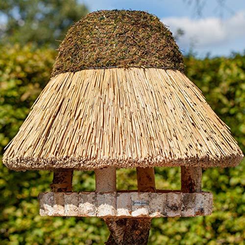 VOSS.garden Vogelvilla XL Föhr mit Reetdach, Naturbelassene Birke 54cm große Futterplatte, Vogelfutterstation Futterhaus Vogelhaus Vogelhäuschen
