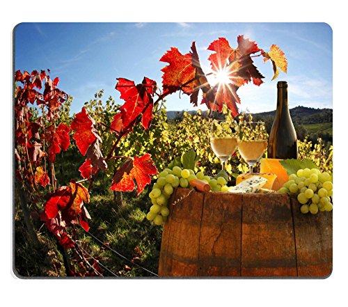 Luxlady Gaming Mousepad IMAGE ID: 25407505 Witte wijn met vat op wijngaard in Chianti Toscane Italië