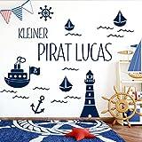 Grandora W5429 Wandtattoo Kleiner Pirat Wunschname Leuchtturm Schiffe Kinderzimmer dunkelblau Kreativset
