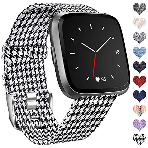 Ouwegaga Kompatibel mit Fitbit Versa Armband/Fitbit Versa 2 Armband, Woven Ersetzerband Verstellbares Zubehör Uhrenarmband Kompatibel mit Fitbit Versa/Versa Lite, Klein Plaid Schwarz/Weiß