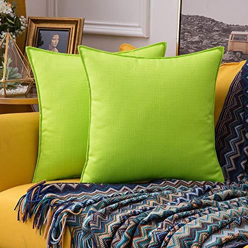 MIULEE Packung von 2 wasserdichte Sofa Kissenbezug Outdoor Wassersäule Polyester Kissenhülle im freien Set Kissen Fall für Sofa Schlafzimmer Auto 18x18Inch 45x45cm Grasgrün