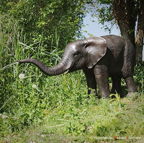 Kunsthandel Lohmann Große, naturalistische Bronzeskulptur \'Elefanten-Kalb mit erhobenem Rüssel\' als Wasserspeier, Garten-Skulptur, Bronzefigur Elefant