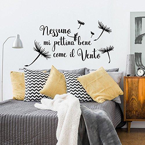 wall art 01349 Adesivo murale Aforisma - Nessuno Mi pettina Bene Come Il Vento - Misure 80x42 cm - Nero - Decorazione Parete, Adesivi per Muro, Carta da Parati