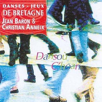 Dansou C'hoari (Danses et Jeux de Bretagne / Traditional Breton Music / Celtic Music from Brittany / Keltia Musique)