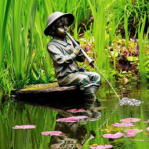 Gärtner Pötschke Wasserspiel Junge mit Flöte