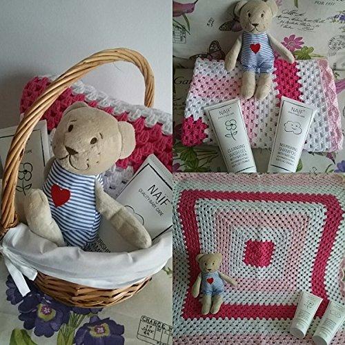 Canastilla para bebé con Arrullo Rosa Hand Made y 2 productos de la firma Naïf