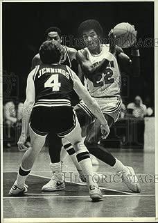 1981 Press Photo University of Houston's Clyde Drexler gets double teamed.
