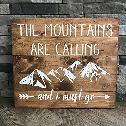 Yilooom Holzschild The Mountains Are Calling And I Must Go, rustikales Design, Geschenkidee, Holzkunst, Zitat, handbemalt