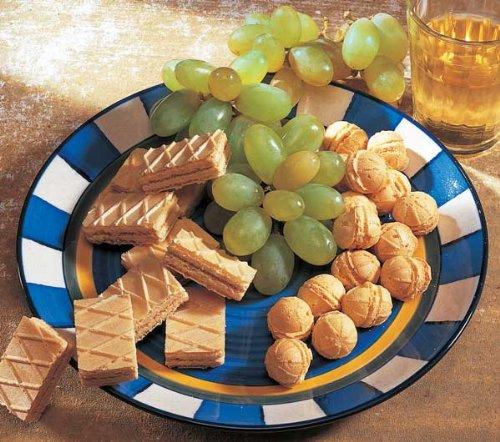 Käsegebäck. Zum gemütlichen Knabbern bei Wein oder Bier, allein oder mit Freunden. Probieren Sie diese herzhaft leckeren Käsewaffeln (250 g) und Gouda-Käsecrème-Kugeln (225 g). €25,16/kg