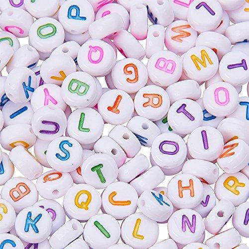 PandaHall Elite 1000 cuentas acrílicas con letras del alfabeto, aleatorias de la A a la Z, redondas planas, color blanco, 7 x 4 mm