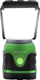 SYTUAM Linterna de Camping Pilas, Farol de Camping Regulable 1000lm 3000K-6000K Continua 12-25 h/4 Modos/Impermeable Luz de Emergencia para Camping, Senderismo, Cortes de Energía