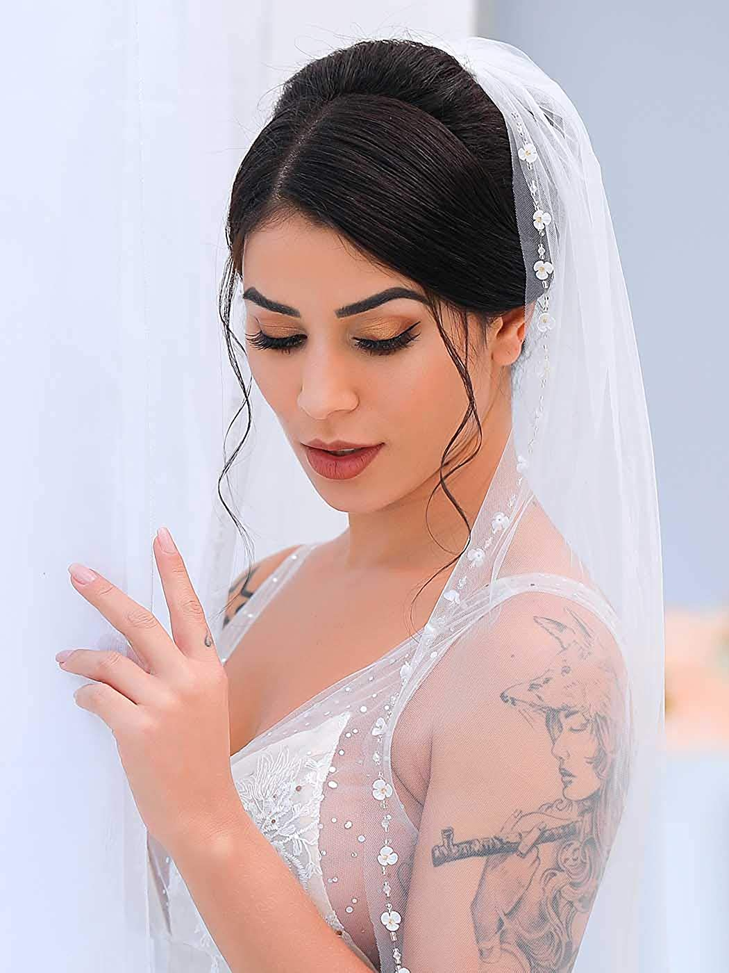 Nicute White Wedding Bridal Veil with Comb Flower Crystal Edge Tulle Veil for Brides 1 Tier Fingertip Length 35.4 Inches