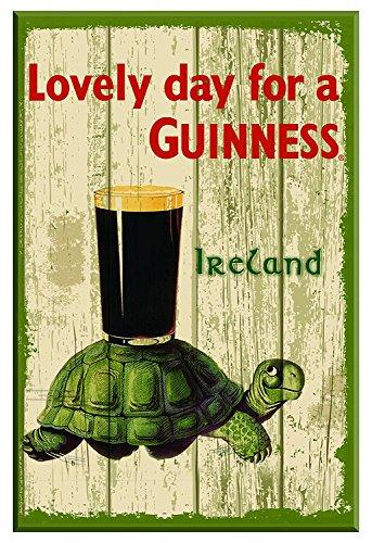 Nostalgisches Guinness-Holzschild mit Schildkröte, Pint und Text