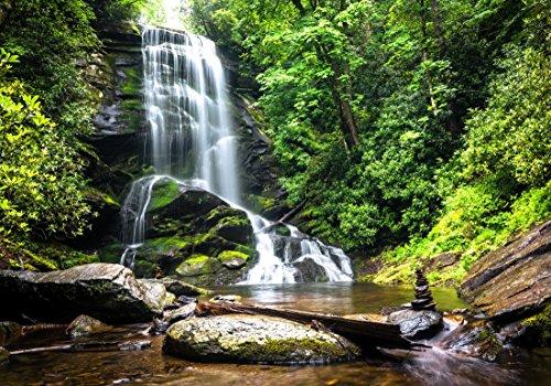 XXL Poster 100 x 70cm (S-834) Wasserfall im Gebirge Wasser fliesst über Steine in grünem Wald (Lieferung gerollt!)