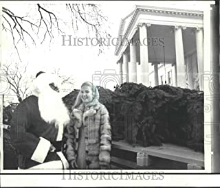 Historic Images - 1972 Press Photo Tricia Nixon Cox with Santa Claus and Tree at The White House