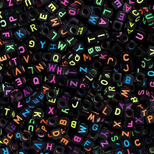 Kurtzy Neon Farbiges Acryl Quadrat Perlen Set (1000 Pack) A-Z Buchstaben Perlen 6 mm - für die Schmuckherstellung, Armband, Kette mit Buchstabe, Schlüsselanhänger, Schmuck Basteln & Geschenke
