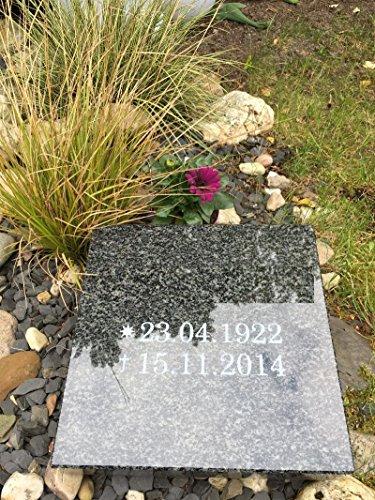Stone & More Grabplatte mit Gravur Granitplatte Grabstein Liegestein Urnenstein 30cm x 30cm x 6cm Grabplatte Impala
